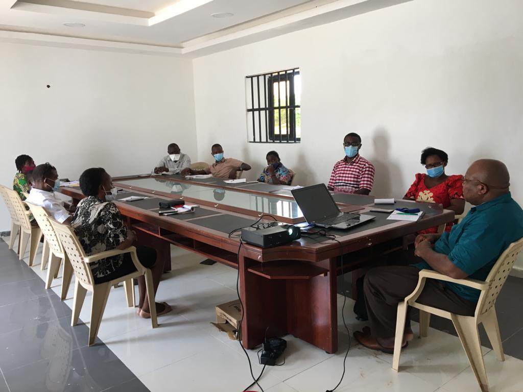 Le Consultant et les participants à la séance