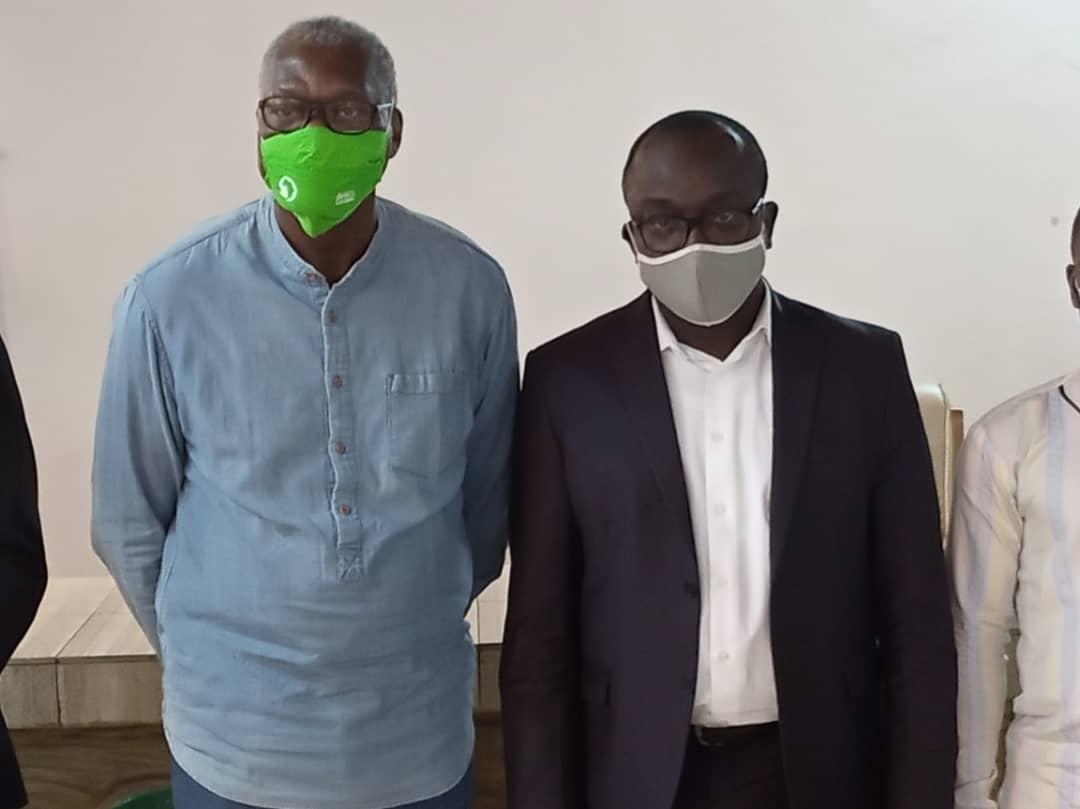 Le Maire à gauche et le Dr Kpali AGUEY