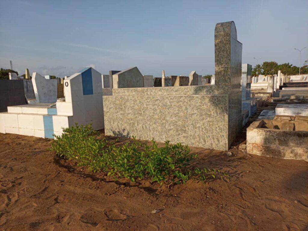Aného-Lacs1 vue partielle des parterre dans le cimetière