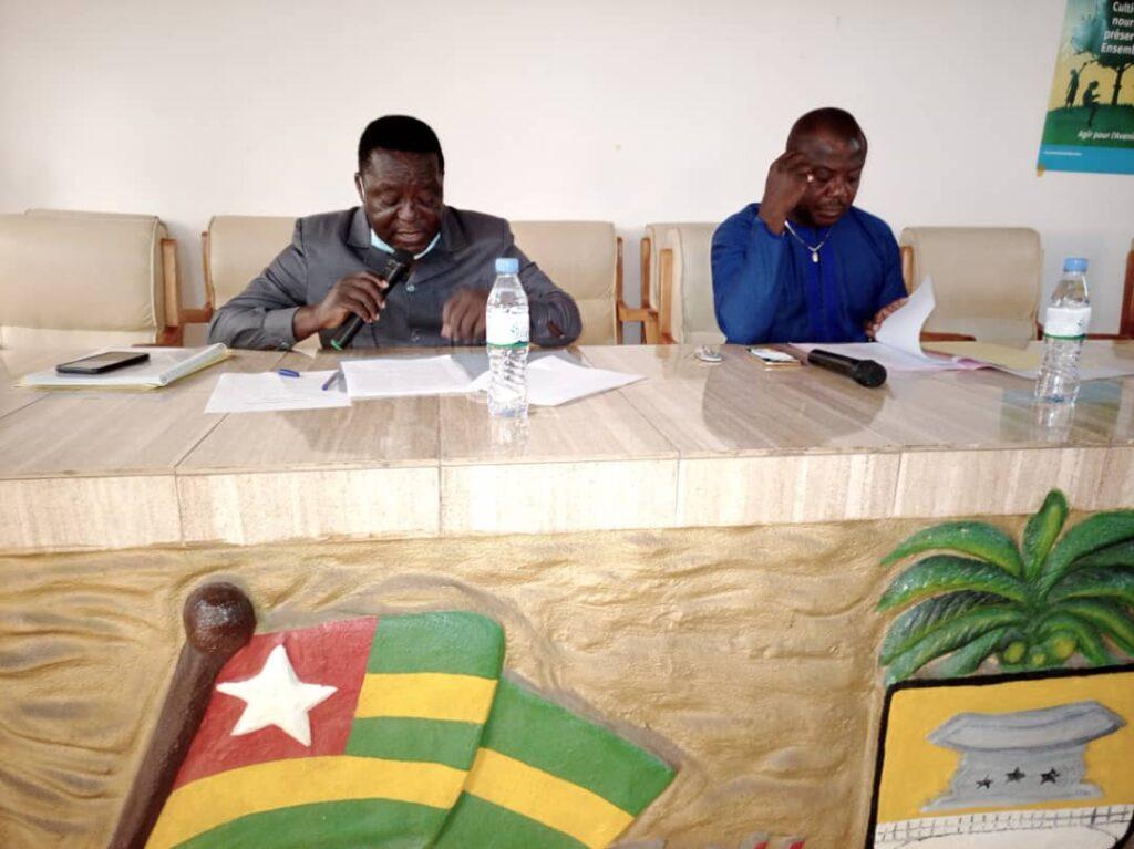 AnéhoLacs1 le SG à à gauche et l'adjoint au maire à droite