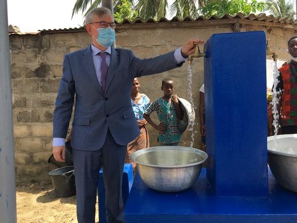 Visite de la borne fontaine à Amadoté